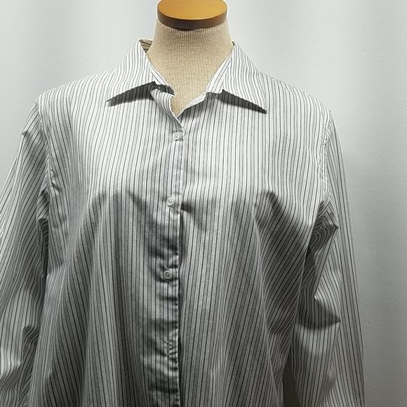 Woman's Worthington white stripe layering button